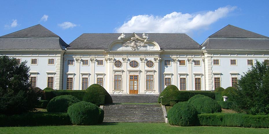 Schloss Halbturn Gartenansicht